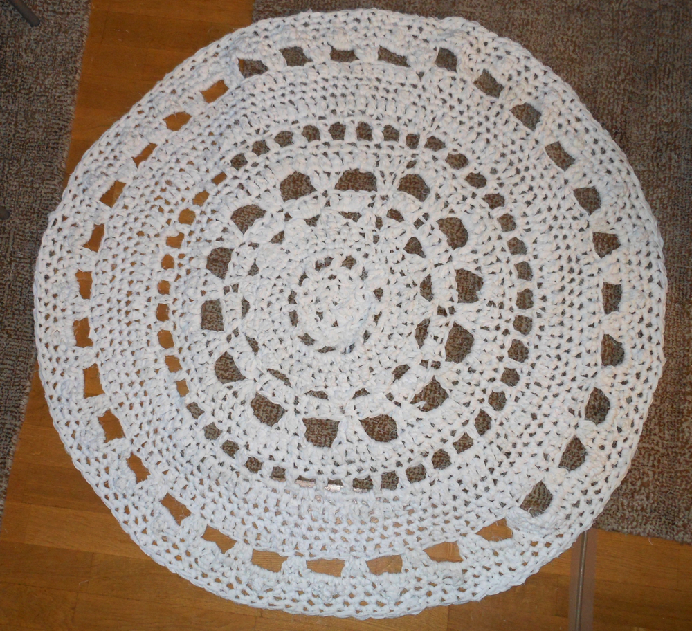 Old Sheets Into Crochet Doily Rugs, Part II