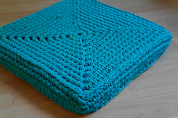 Square crochet floor cushions | Yalotar